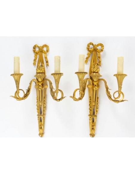 A Pair of Louis XVI style scones. 19th century.