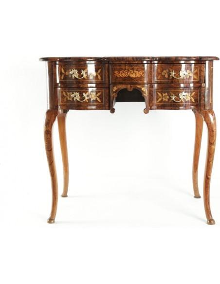 A Dutch writing desk. 18th century.