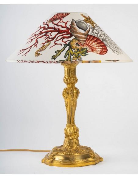 Lampe en bronze doré armoirié.  XIXème siècle.